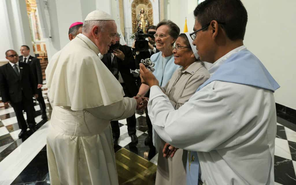 Maryknoll Sister Meets Pope in Panama