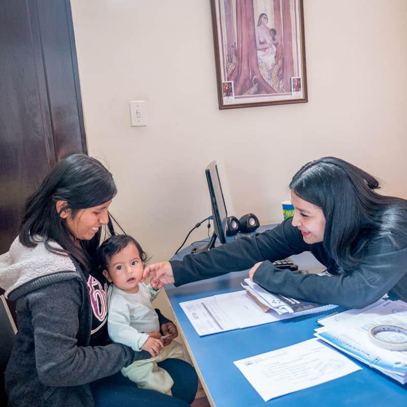 Solidarity bridge: Roxana Mamani (left) and her daughter Ailee visit Marizol Mamani, the social worker of Puente de Solidaridad. (Nile Sprague/Bolivia)