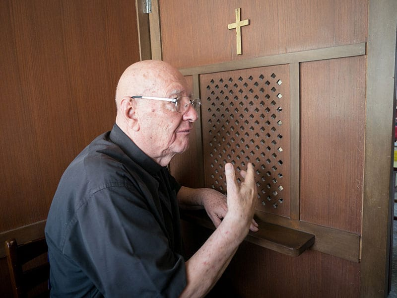 Father Murray can always be found in the confessional before Mass, say his parishioners (Nile Sprague / Taiwan)