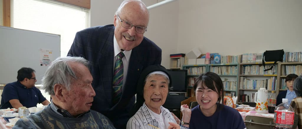 Parishioners in Muroran Say, 'Welcome Home, Father'