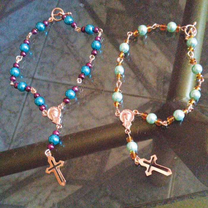 In addition to five-decade rosaries, participants made one-decade rosaries. (Rossy Bedoya/Bolivia)