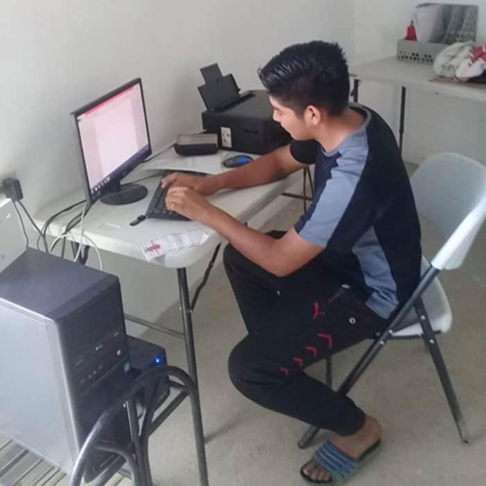 Jonathan, a salvadoran high school student who wants to become a doctor, studies at La Esperanza community library. (Courtesy of MKLM/El Salvador)