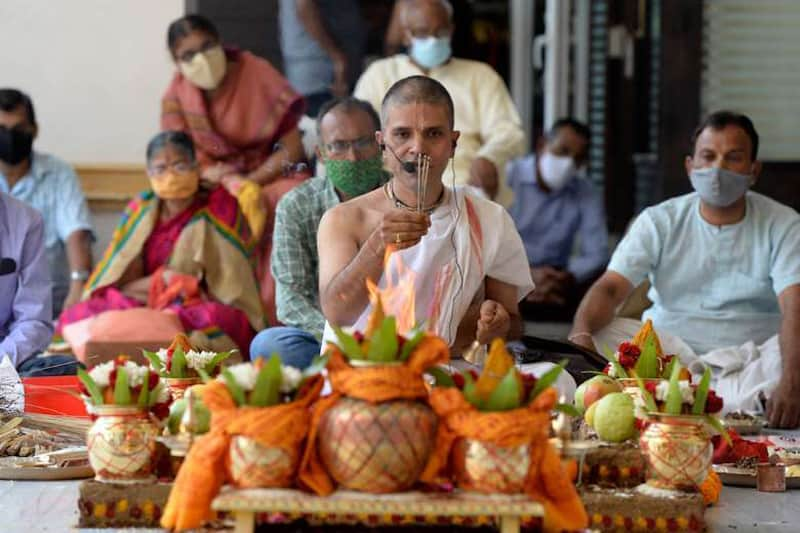 Hindu priests perform a ritual wishing to globally eradicate the coronavirus pandemic at a temple in Hyderabad, India, on April 13. A spike in cases forced a week-long lockdown in New Delhi on April 19. (Photo: Noah Seelam/AFP)