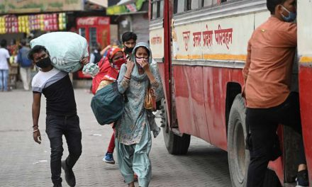 Migrant Exodus in New Delhi as Lockdown Starts