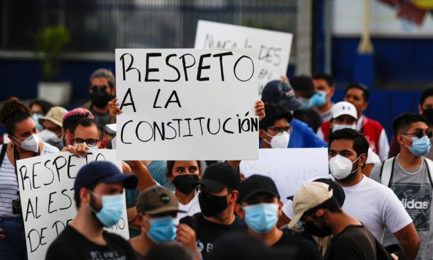 Salvadoran Lawmakers Remove Judges, Cause Chaos