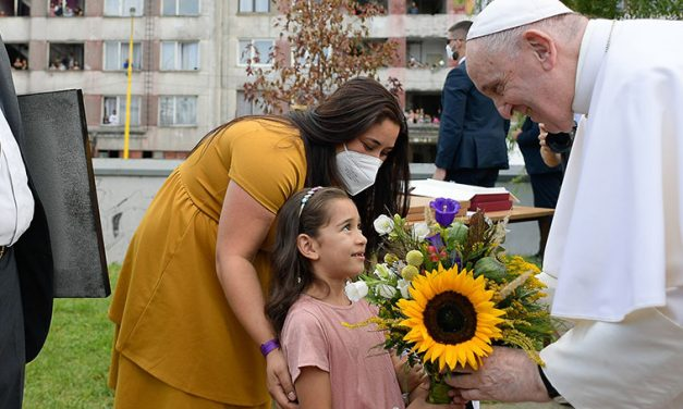 Pope Reminds Roma Community, Young People That Church Is Their Home